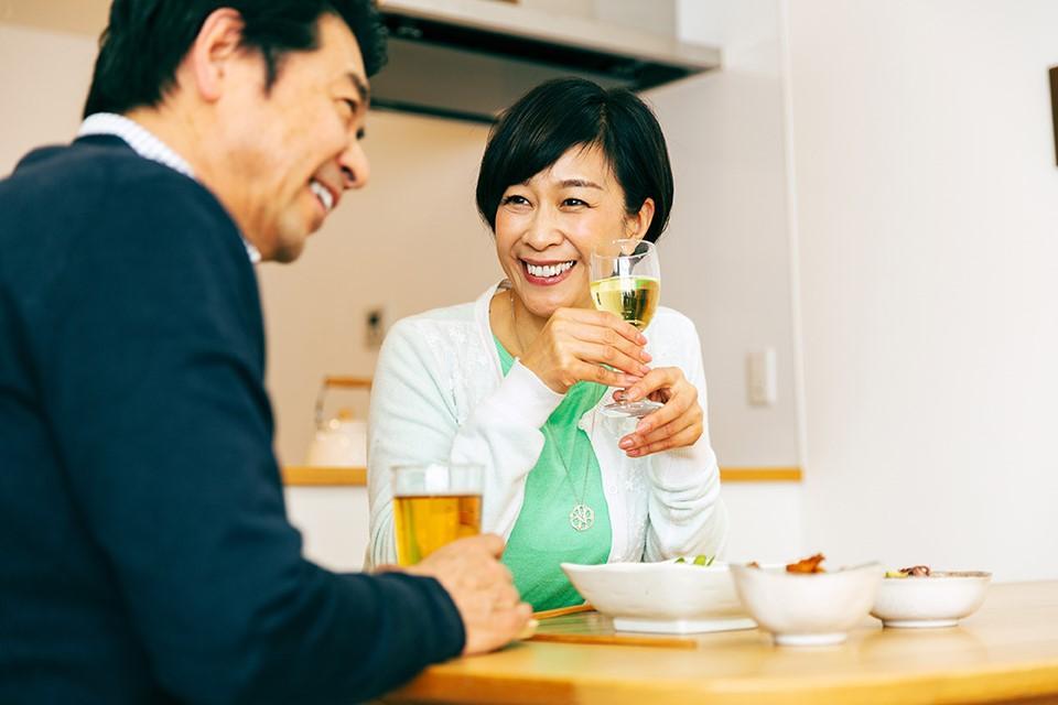 結婚25周年】銀婚式のプレゼント探しに役立つ由来や風習をご紹介!